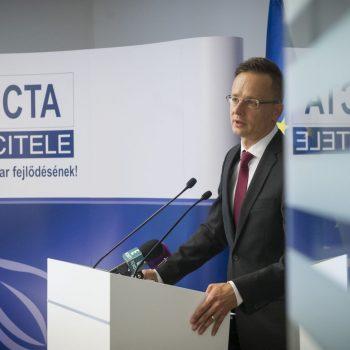 Szijjártó Péter külgazdasági és külügyminiszter a felsőzsolcai Sicta Kft. gépjárműalkatrész gyár bővítésének bejelentésén a Nemzeti Befektetési Ügynökségnél 2017.07.19. Fotó:KKM/Burger Zsolt